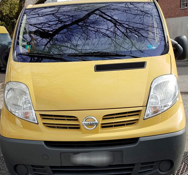 Nissan transport 8 places